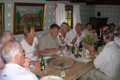 Lunch i Gäserudstugan. Medlemmar ur Håbolssläktföreningens styrelse deltog.
