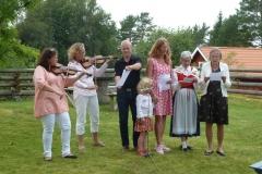 Skönsång, fioler och notställ