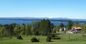 Frösön Utsikt från Sommarhagen över Storsjön och Oviksfjällen i bakgrunden.